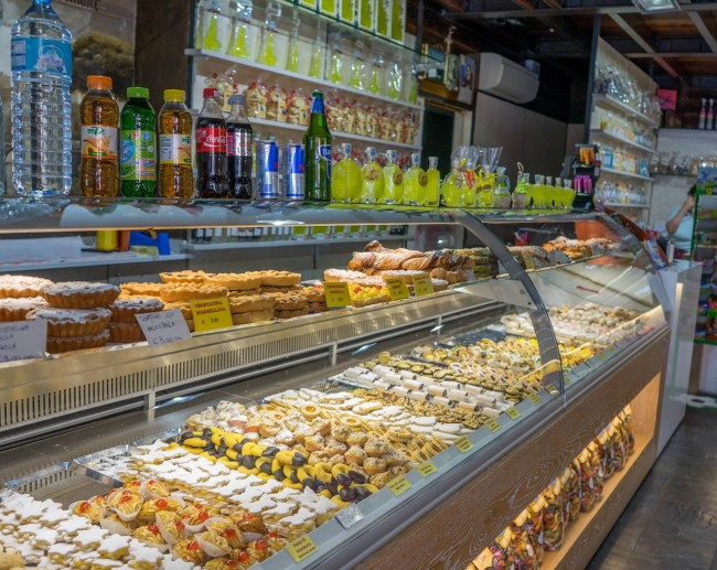 pastry-shop-948776_1280