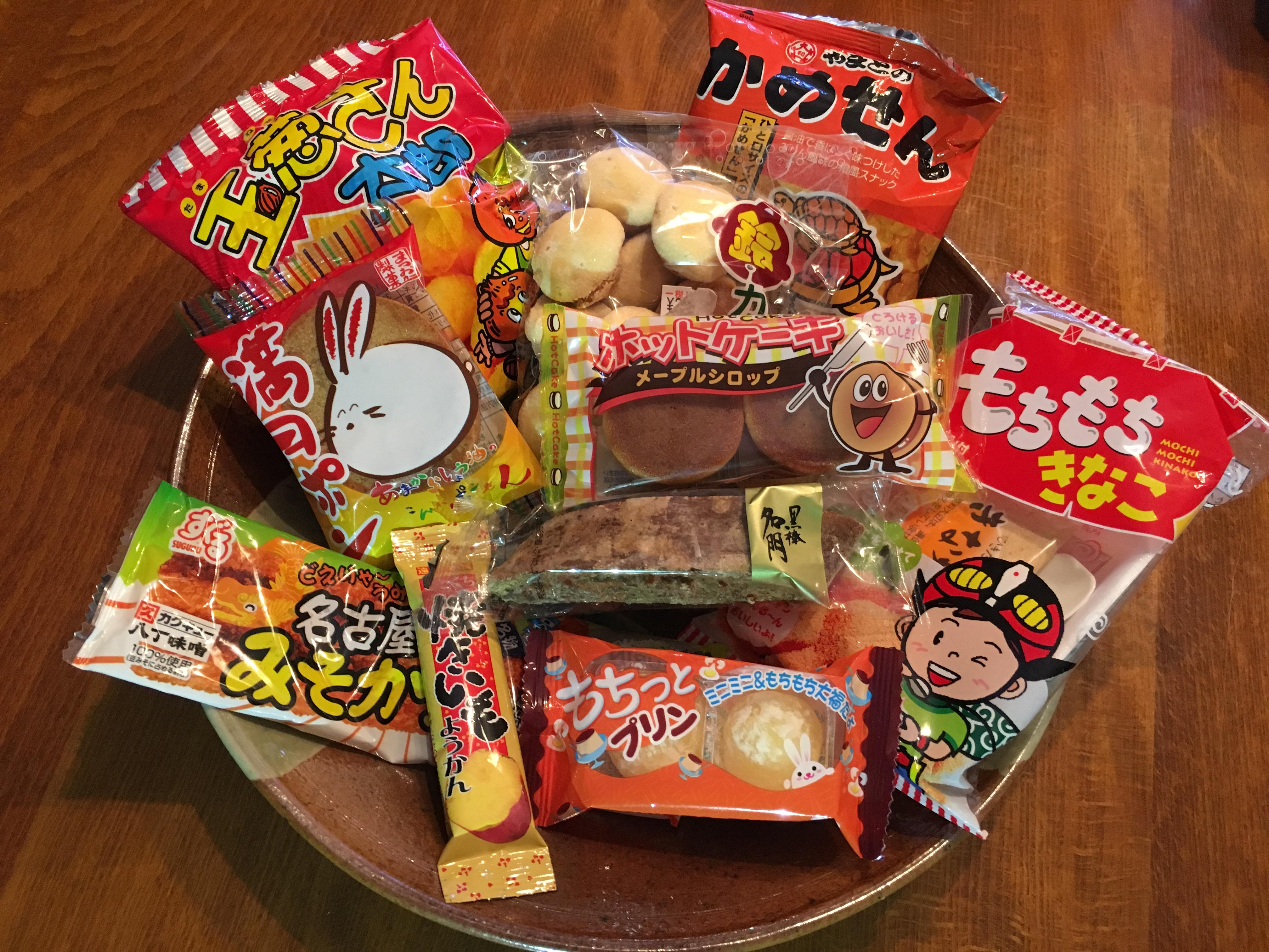 大阪にある「夢ぎゃらりぃ」で買った今どきの駄菓子を食べ比べてみた!