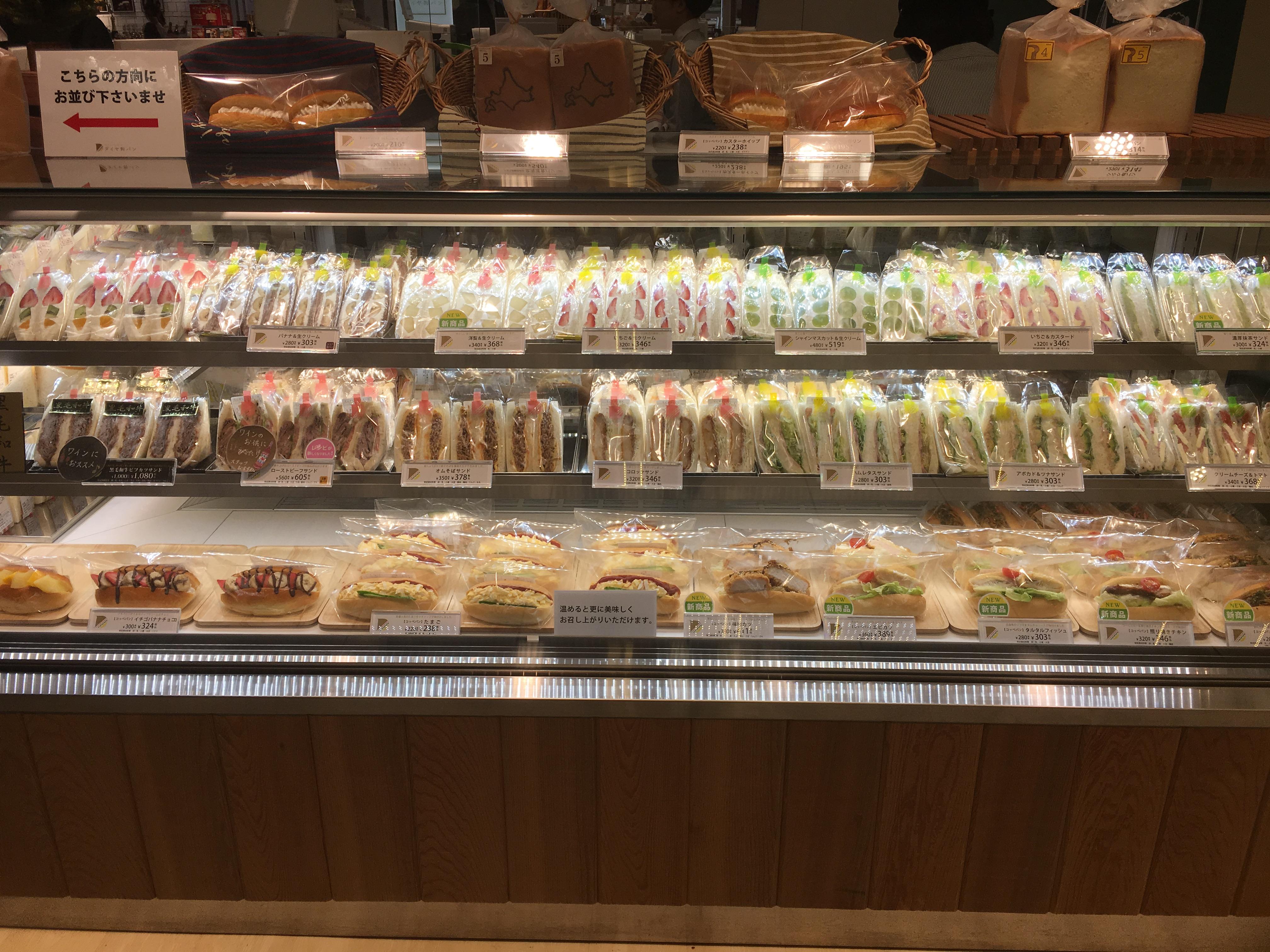 ダイヤ製パンのフルーツサンドが凄い!人気の種類と実食レビュー